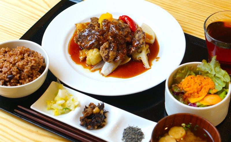 たまな食堂ベジミート黒酢炒め定食