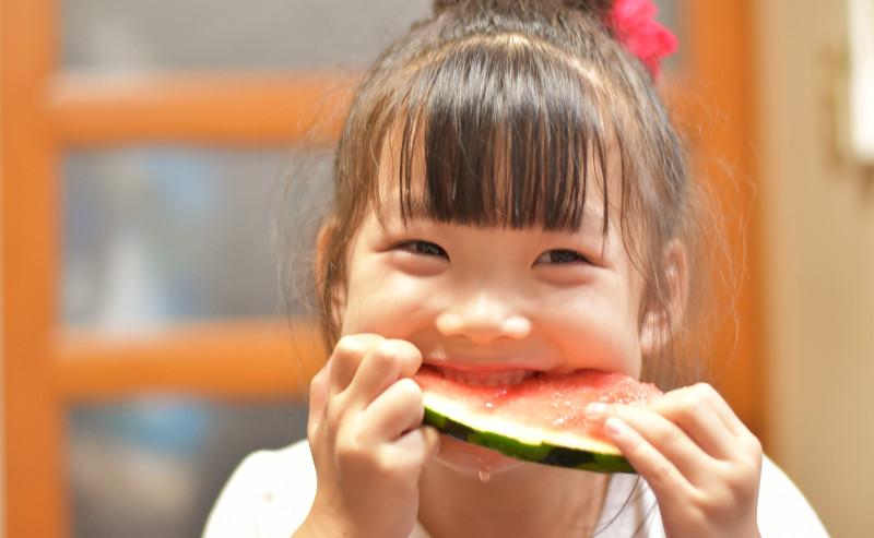鶴さんの小玉西瓜子供