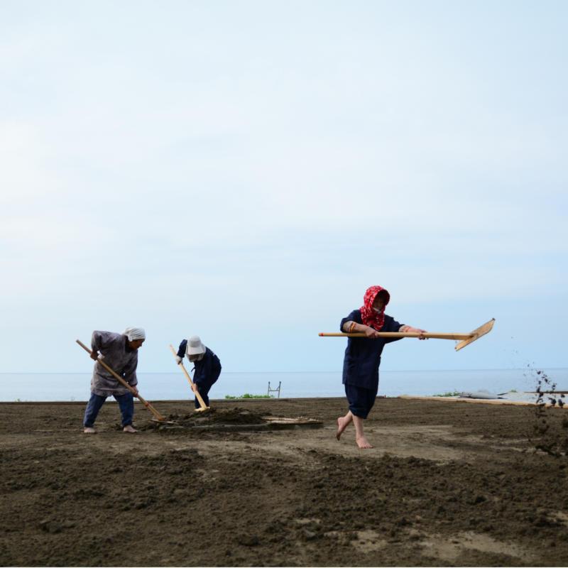揚げ浜式製塩法として国指定重要無形民俗文化財に登録されています